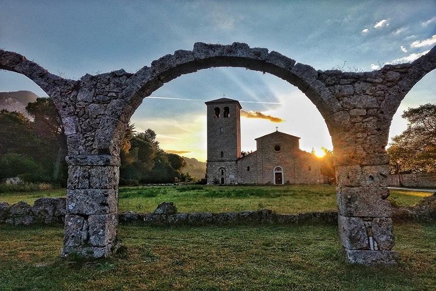 castel-san-vincenzo-abbazia-1