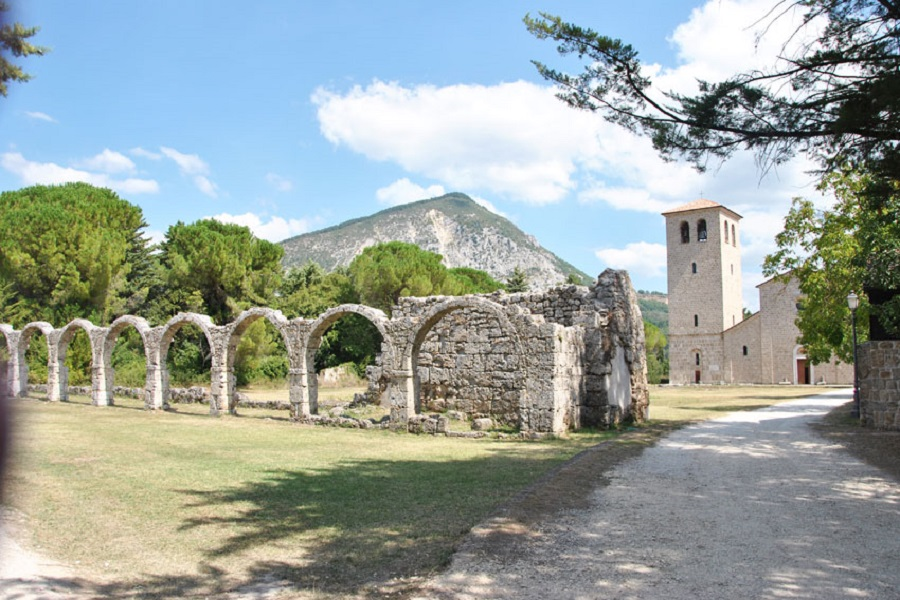 castel-san-vincenzo-abbazia-2