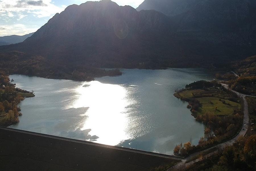 castel-san-vincenzo-lago-2